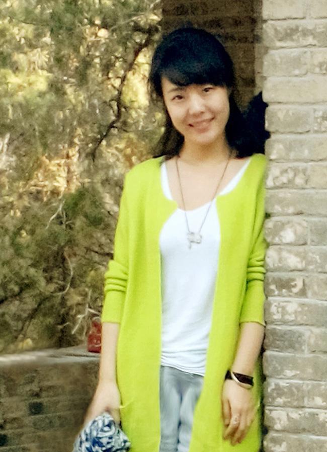 王锐,硕士研究生,毕业于青岛大学美术学院艺术设计系,主要研究方向为